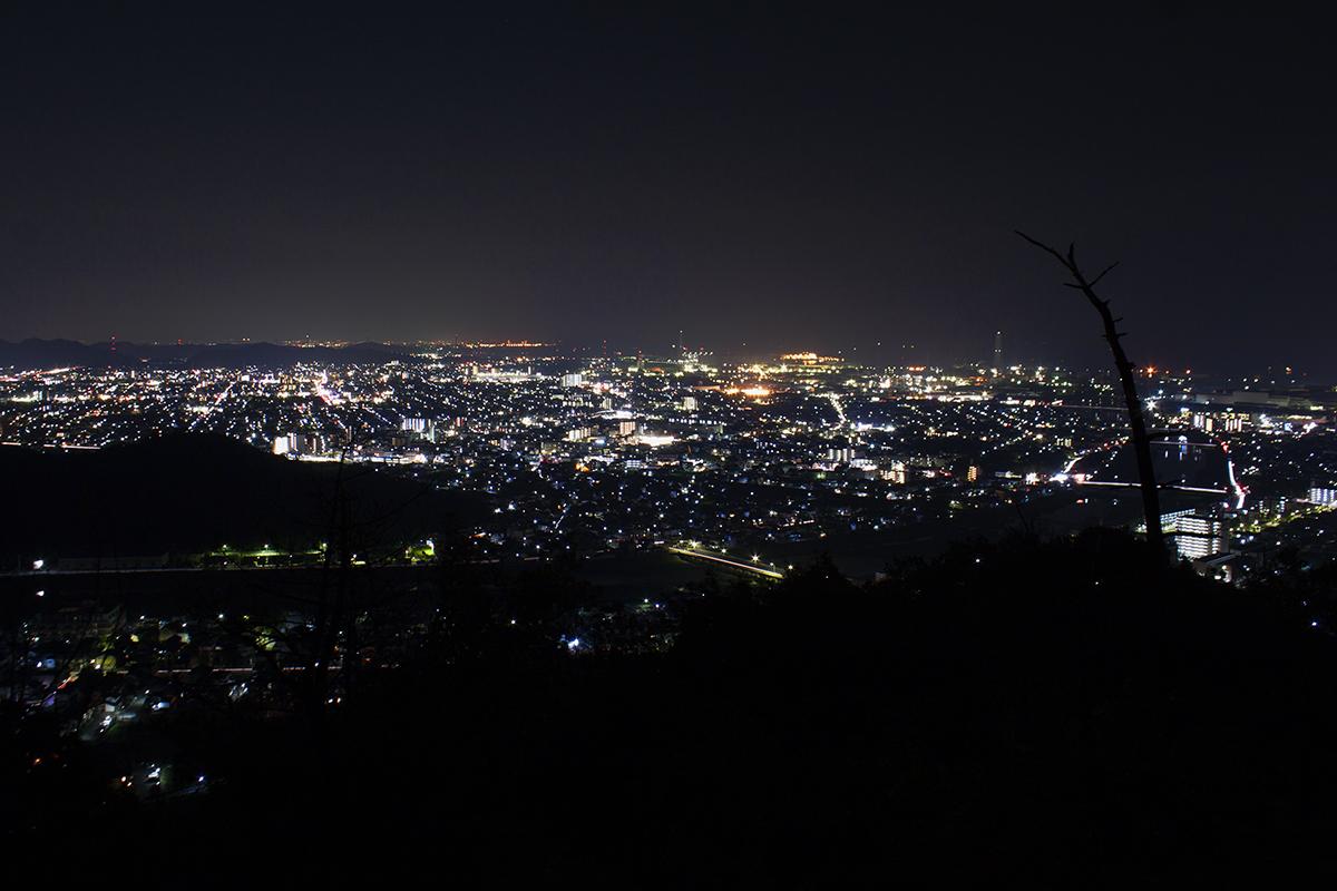 トンガリ山の撮影地より南部の夜景