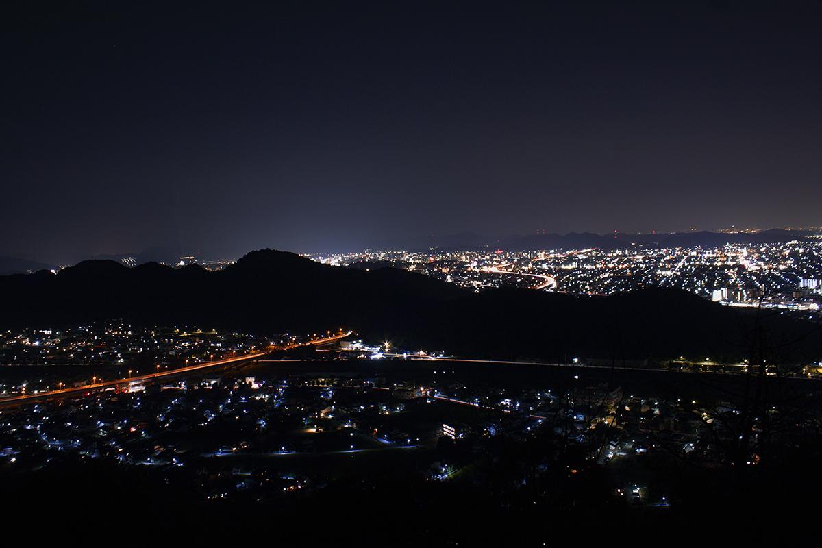 トンガリ山の撮影地より東部の夜景