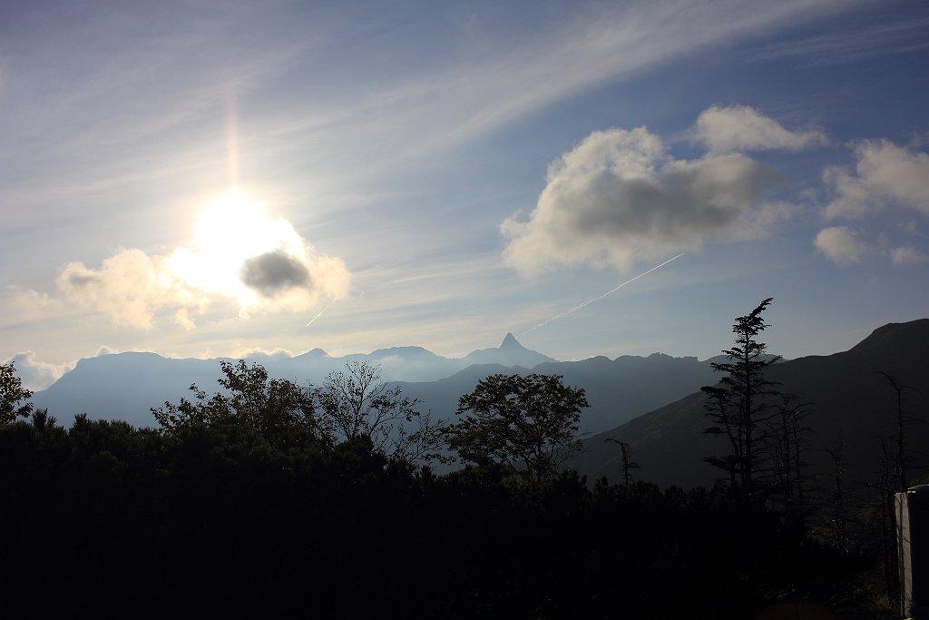 槍~大キレットまでの稜線もこの通り。逆光だったので岩肌とか見えない。次の朝に期待する