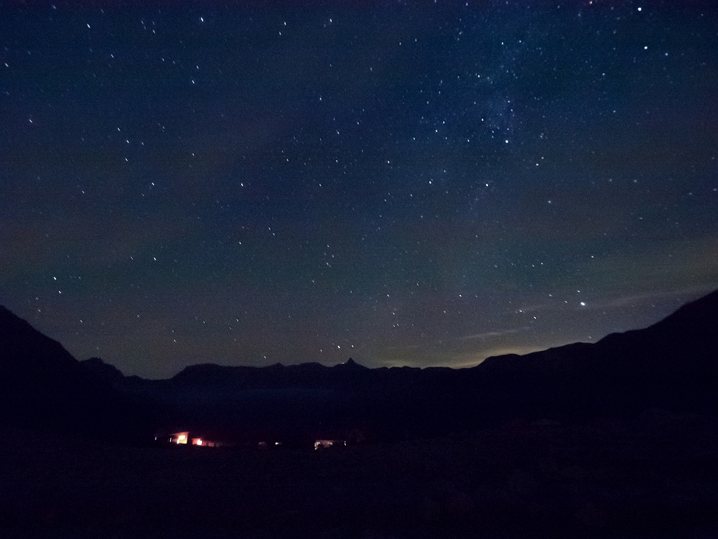 深夜、星が綺麗と田村君が起こしにきた。 槍と星を撮影。(写真提供:田村君)