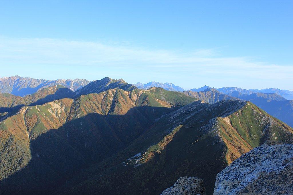 大天井岳から向こうに白馬岳や立山連峰、後立山連峰まで望めた