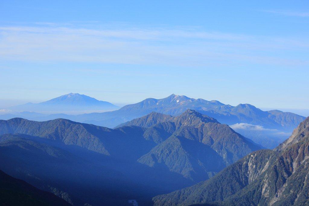 木曽御嶽山、乗鞍岳アップ。何気にある雲海も神秘的