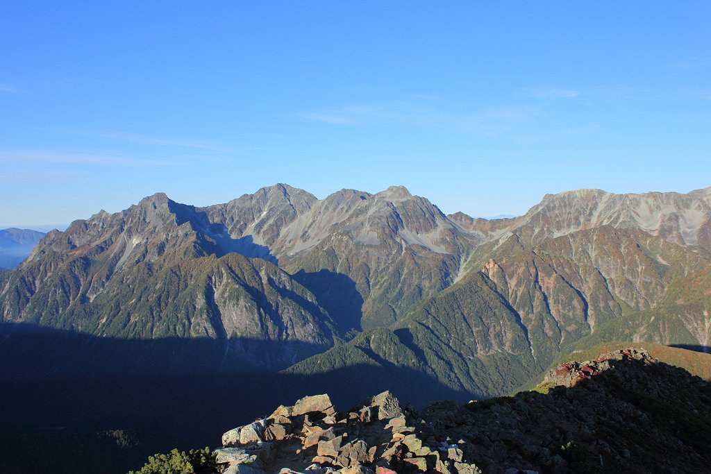 穂高岳から大キレットをこうやってみるとすごい。本当にキレットなんやね