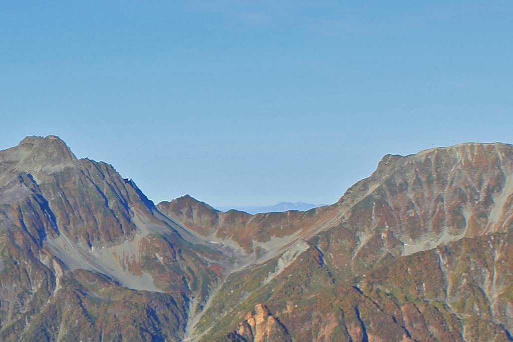 大キレットの間から白山。御前峰、右に剣ヶ峰