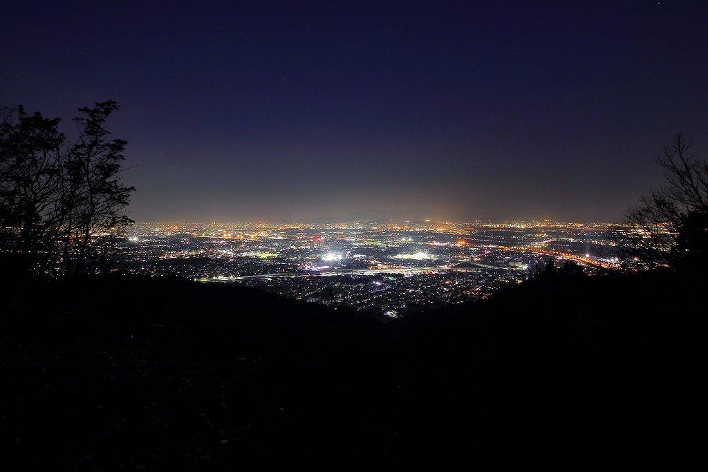 奥の山展望台に戻り夜景撮影。霞んでて残念だけど、広角レンズで撮影しました