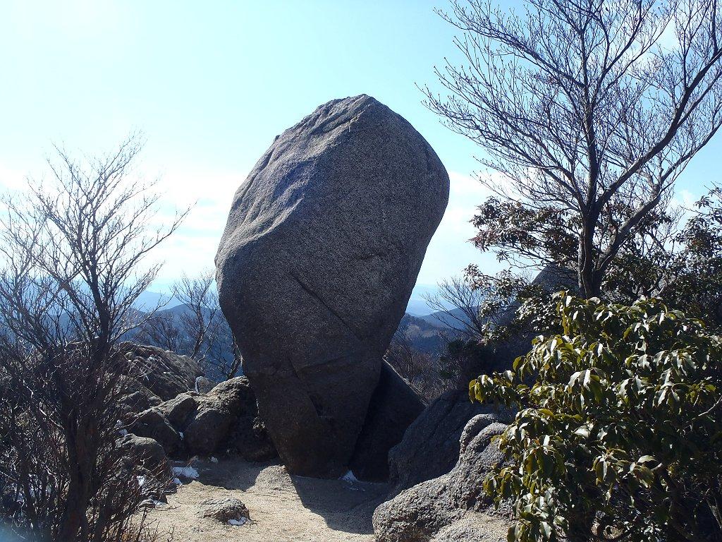 仙の石。今日は晴れ晴れしてる