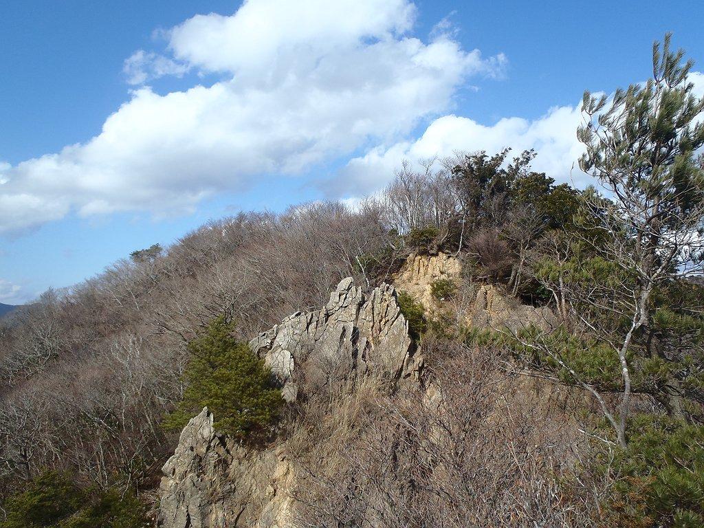 岩場がある鈴鹿山脈らしい稜線