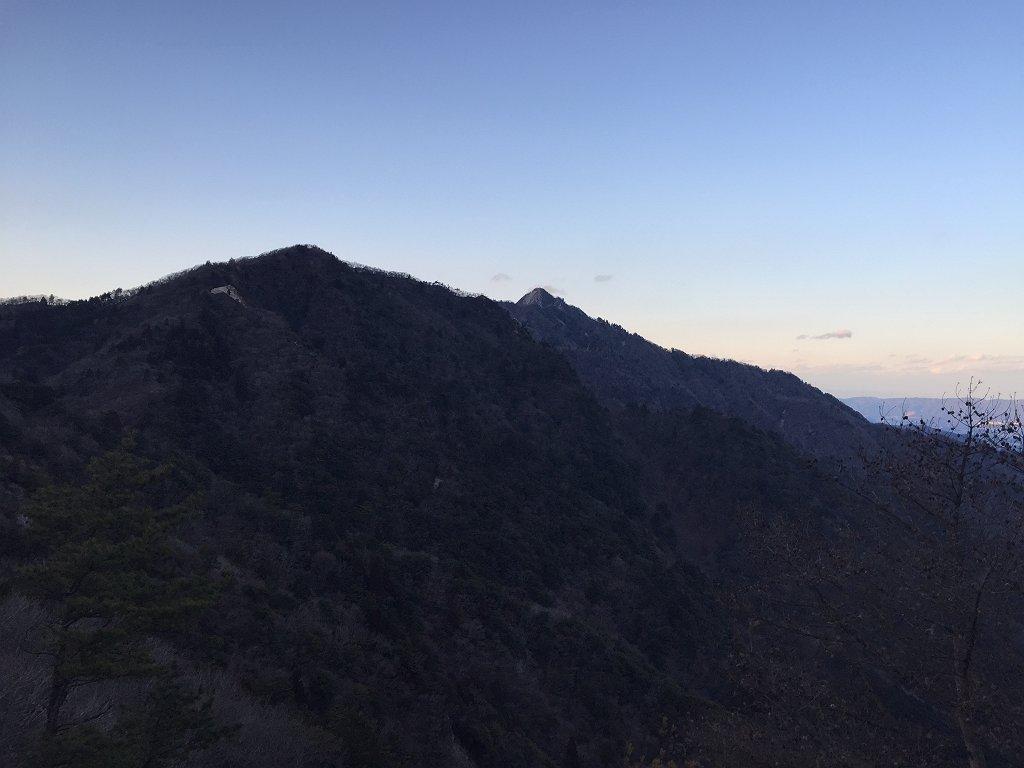 イワクラ尾根の鎌ヶ岳がよく見えるポイント
