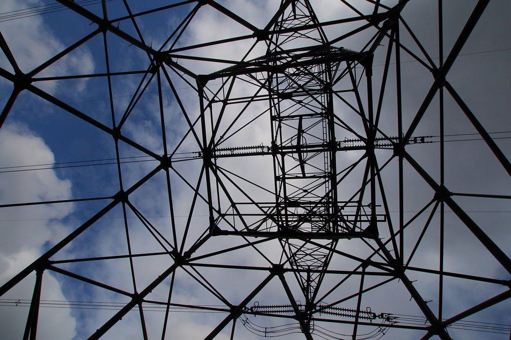 嫁撮影の鉄塔