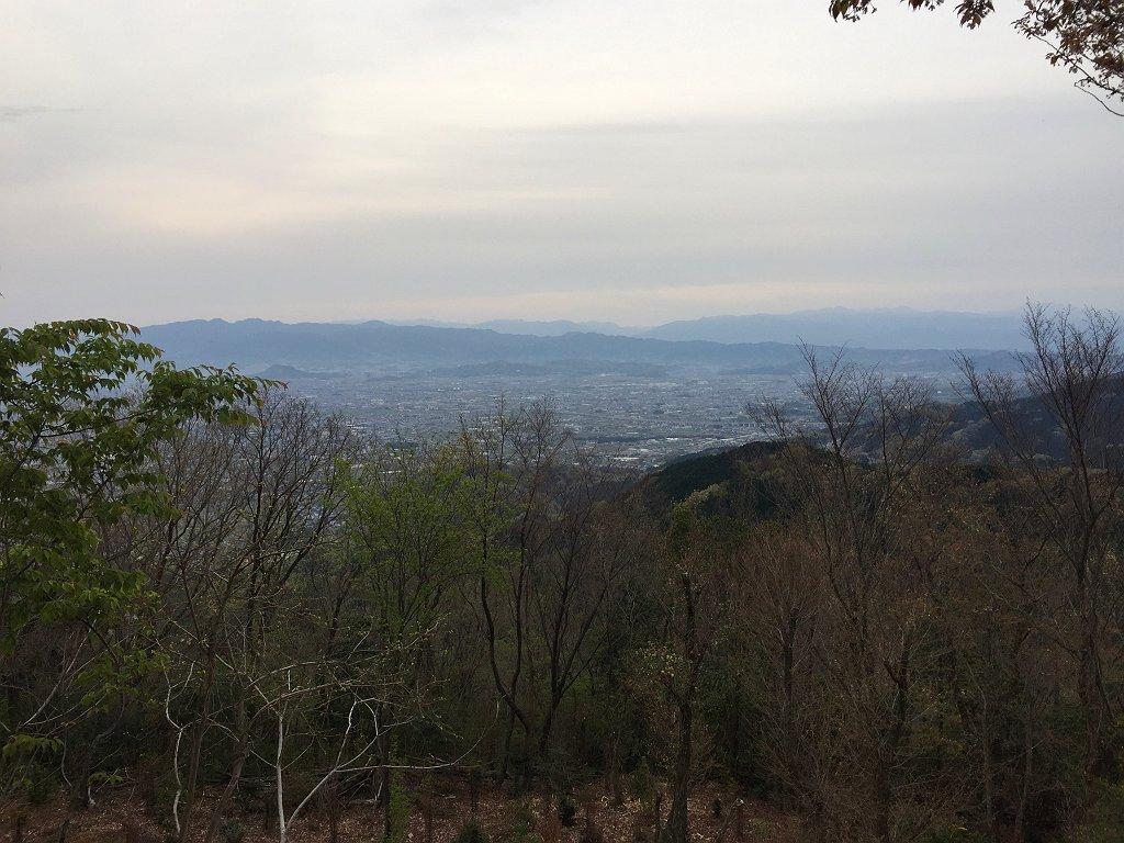 朝6:00におきる。めちゃくちゃ眠いけど・・・外の景色をみると空気が澄んで台高山脈が見えていた