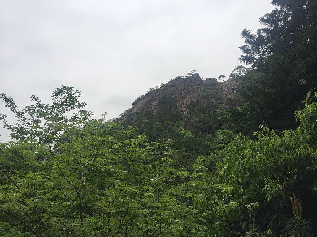 この見えている岩を登る
