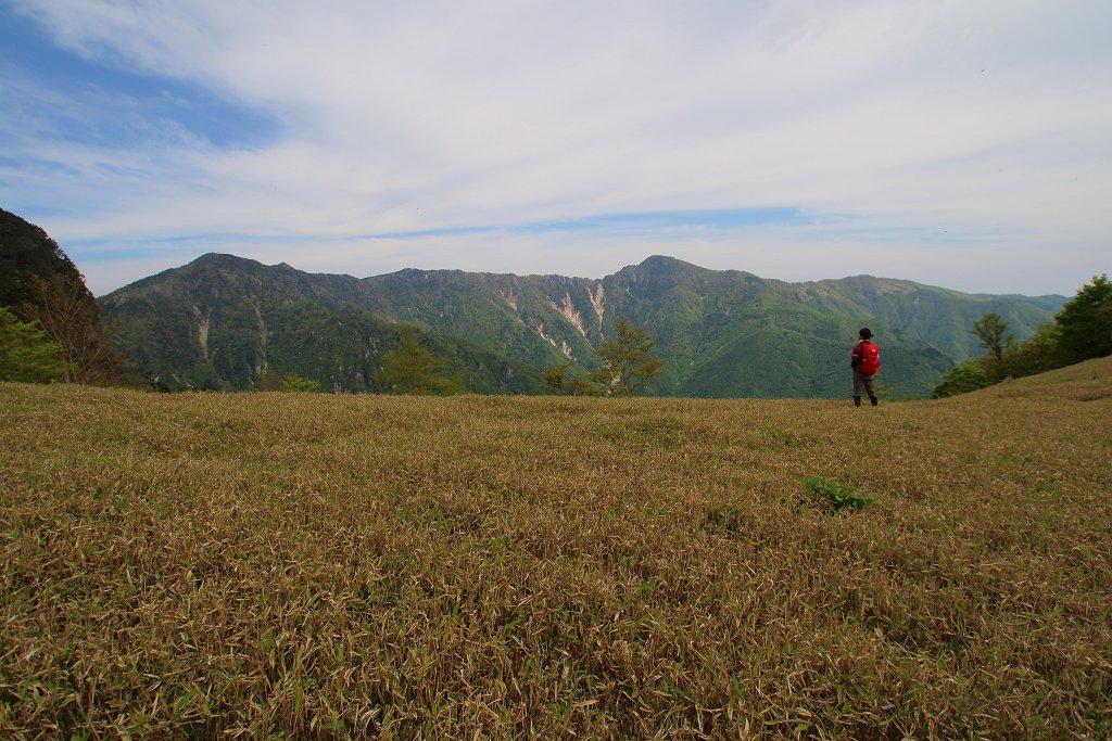 アケボノ平と釈迦ヶ岳や孔雀岳