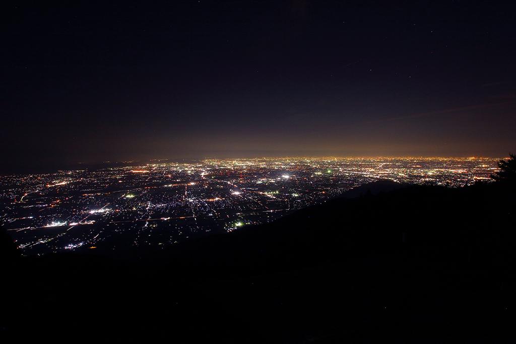行く途中で池田山で夜景撮影。 池田山は4回目にしてやっと大気の状態が良いときにいくことができました。