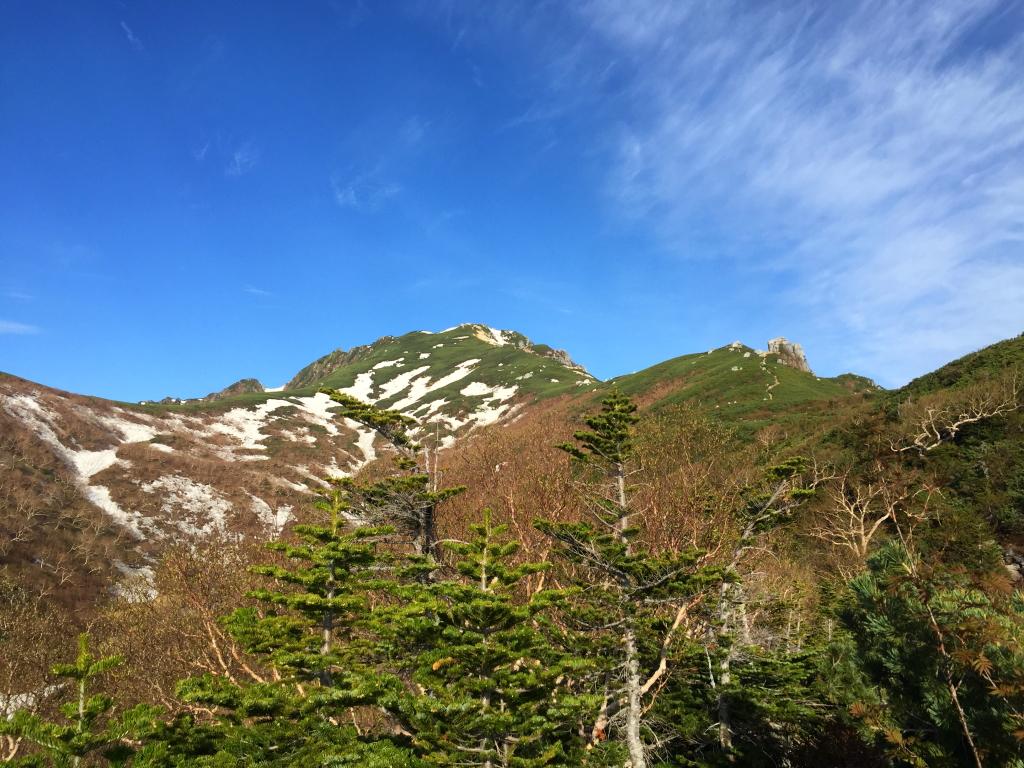 突如と現れた空木岳のピーク。 これをみてテンション上昇!