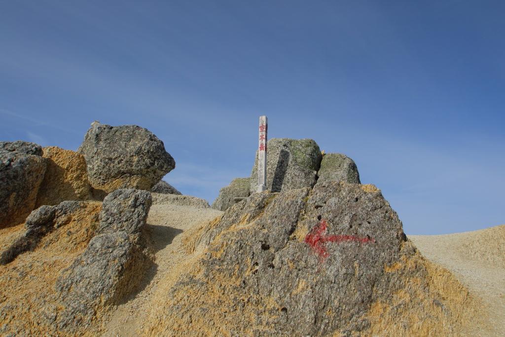 やった!!念願の空木岳頂上(2864m)に到着!! これで中央アルプスの百名山は制覇した