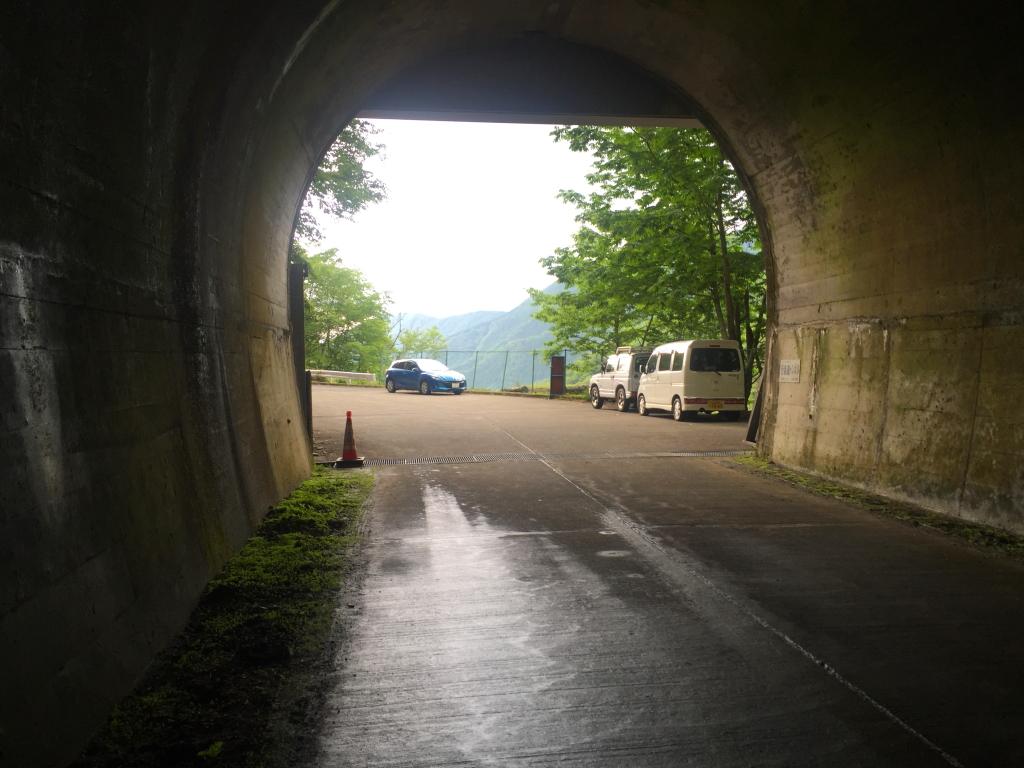 涼しく長いトンネルを抜けて東口に到着。 本日もお疲れ様でした~