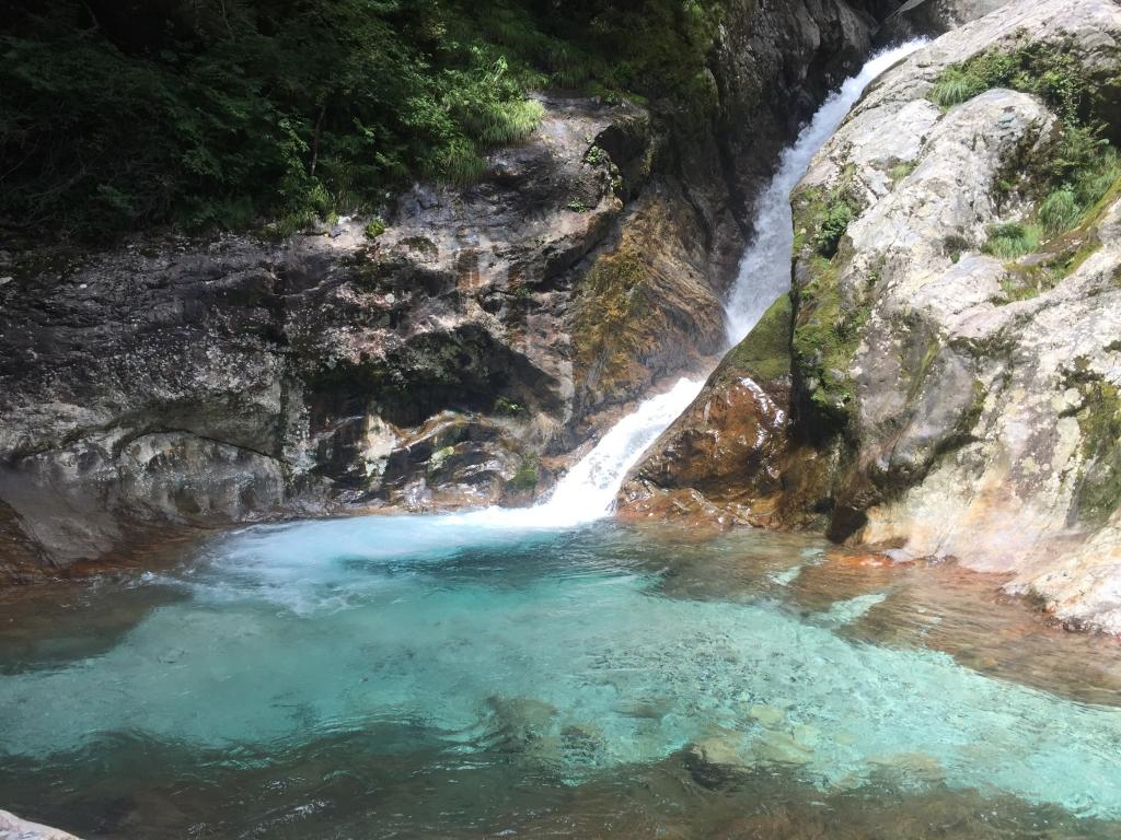 今年もきました!2段10M滝。大峰ブルーな滝は相変わらず