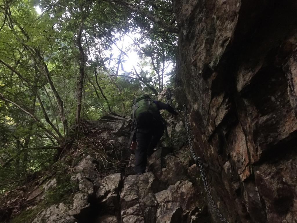 さらに岩場を登る