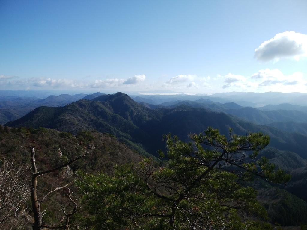 次に登る小金ヶ嶽もこの通り
