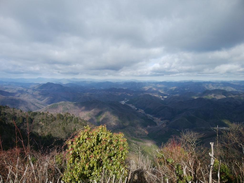 こっちの頂上からは三嶽から見えなかったところが見える