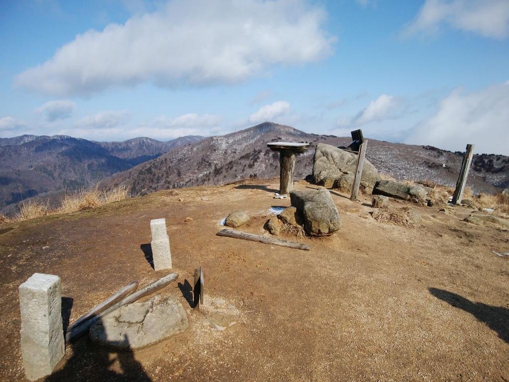 赤坂山の頂上に到着