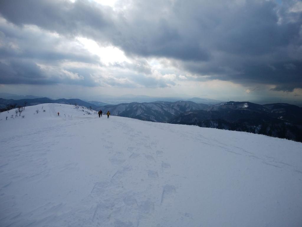 さあ、下ります。さようなら霊仙山。また会う日まで!