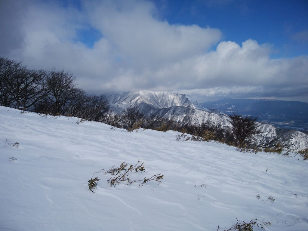 藤原岳も見えたけど雲の中だったり・・・今日、この付近の山頂は全部雲に隠れていた