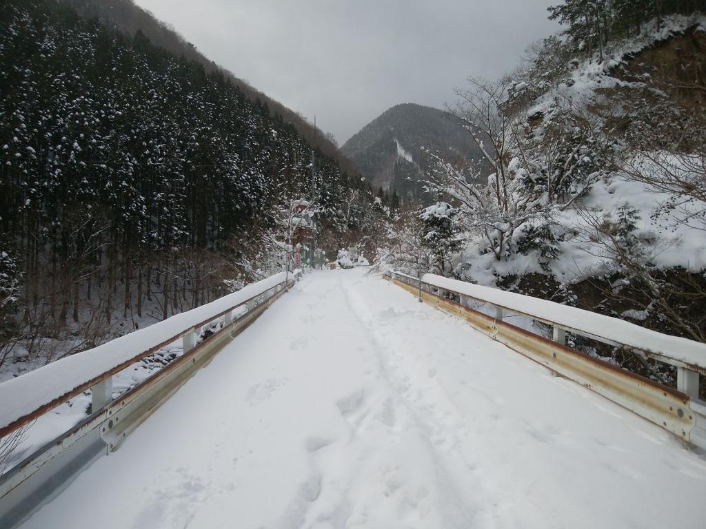 熊渡の段階でこの雪の量。これ敗退は免れないかなっと思いながらのスタート