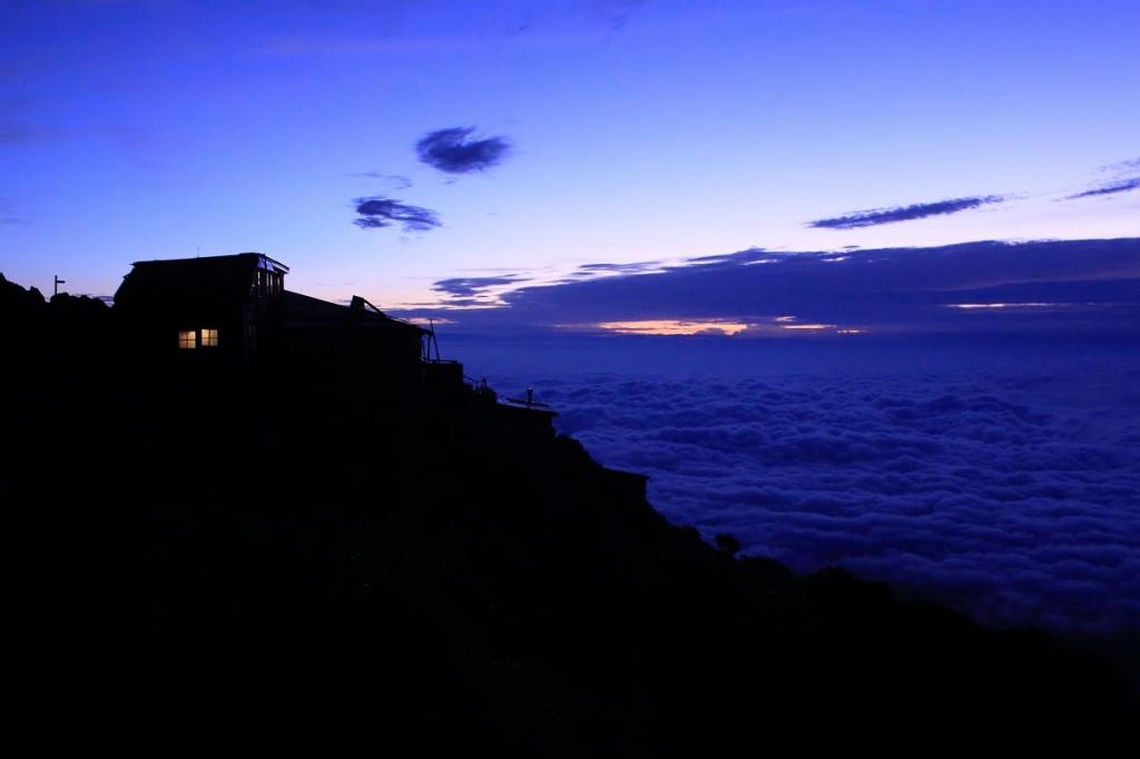 夜が明けるとともに素晴らしい雲海が待っていた
