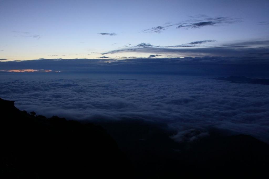 なんという雲の大海原だ!こんな雲海は見たことがない