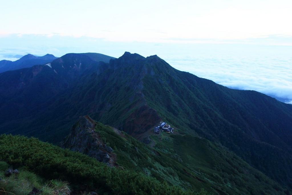 横岳方面。すっかりガスがはけて稜線が見える