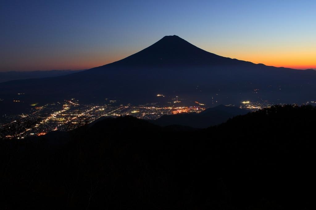 三ツ峠山からのトワイライト夜景を撮影