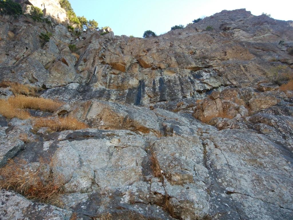 ここがロッククライミング場所か。結構な岩場ですな