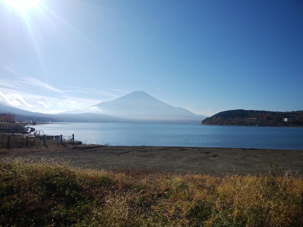 帰りに山中湖に立ち寄り湖と富士山を撮影