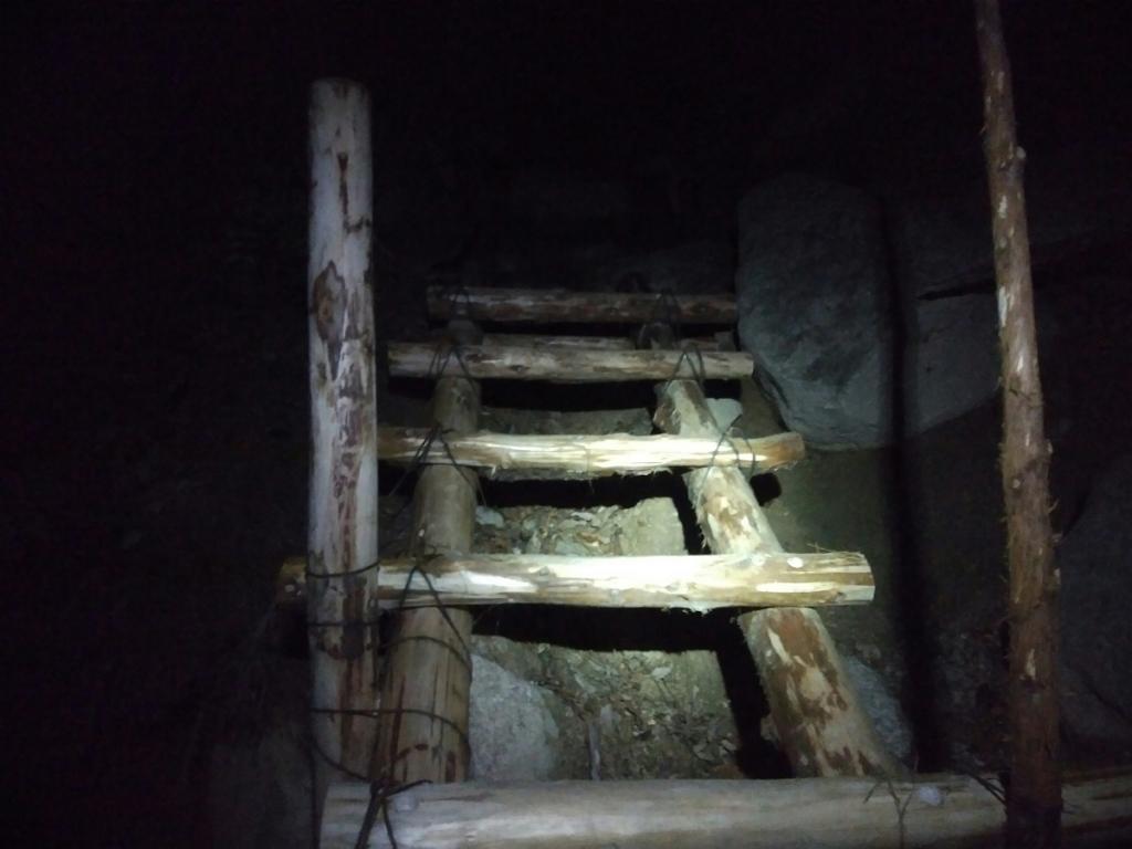 暗い時のこういう階段もいやらしい感じがする