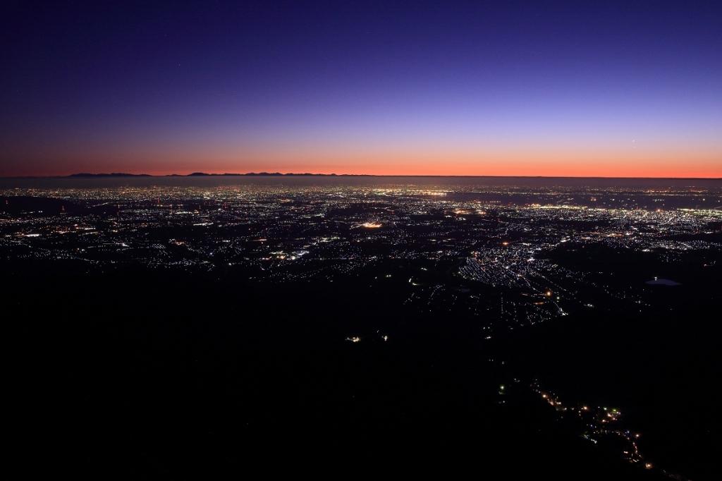 さあ、トワイライト夜景です。これが見たくてわざわざ登ってやったんよ~
