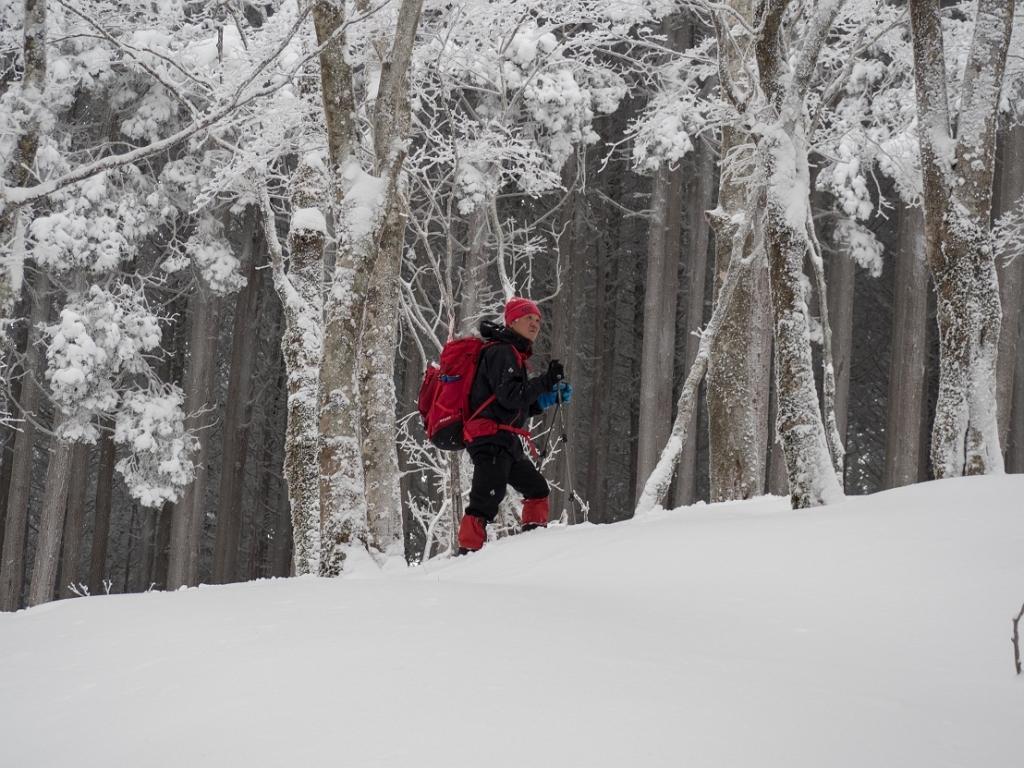 田村君に撮影してもらいました。雪山を登ってる感がでてる