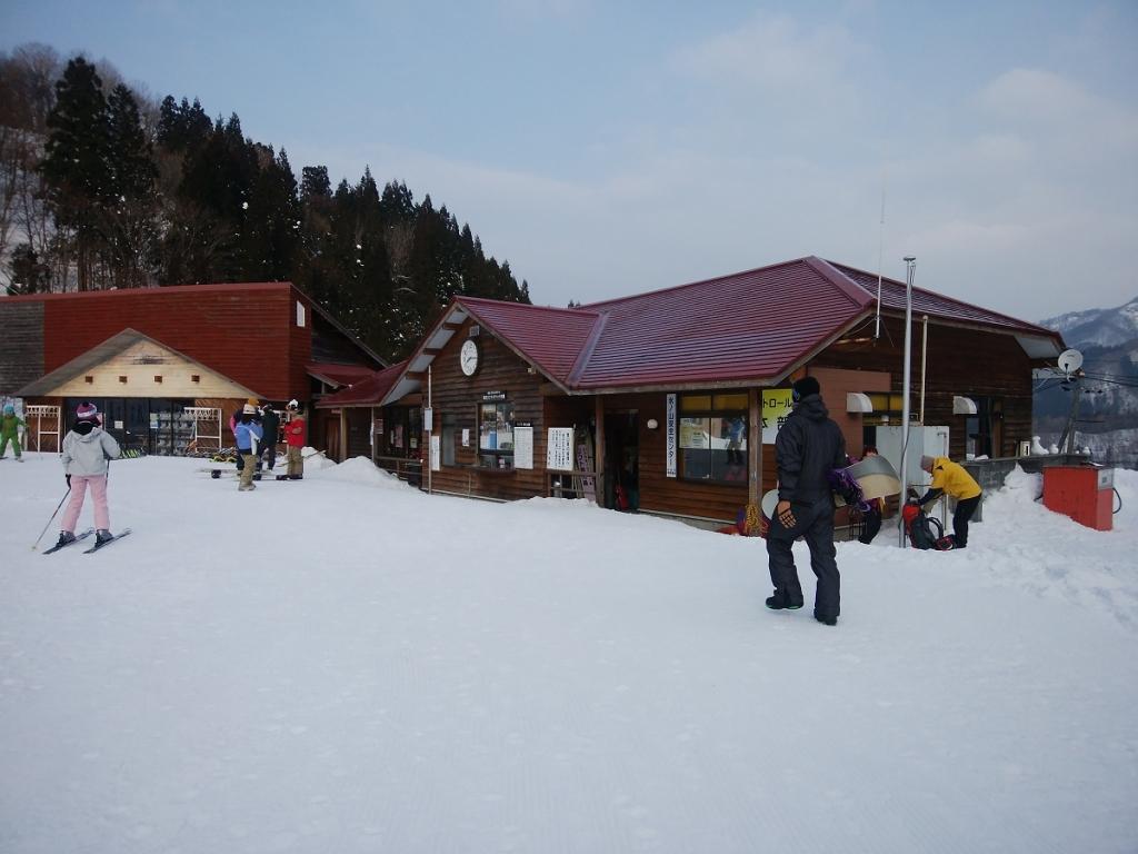 わかさ氷ノ山スキー場。ここで入山届を出します
