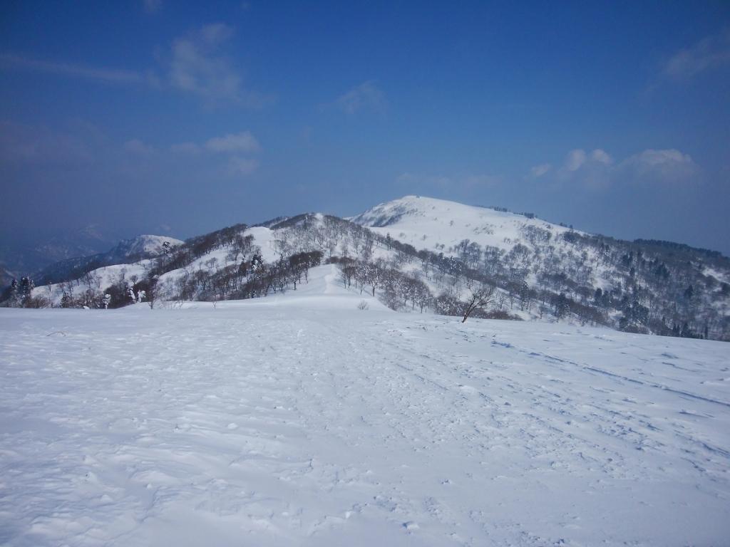 今日は氷ノ山山頂まで見えている。青空がいいなあ