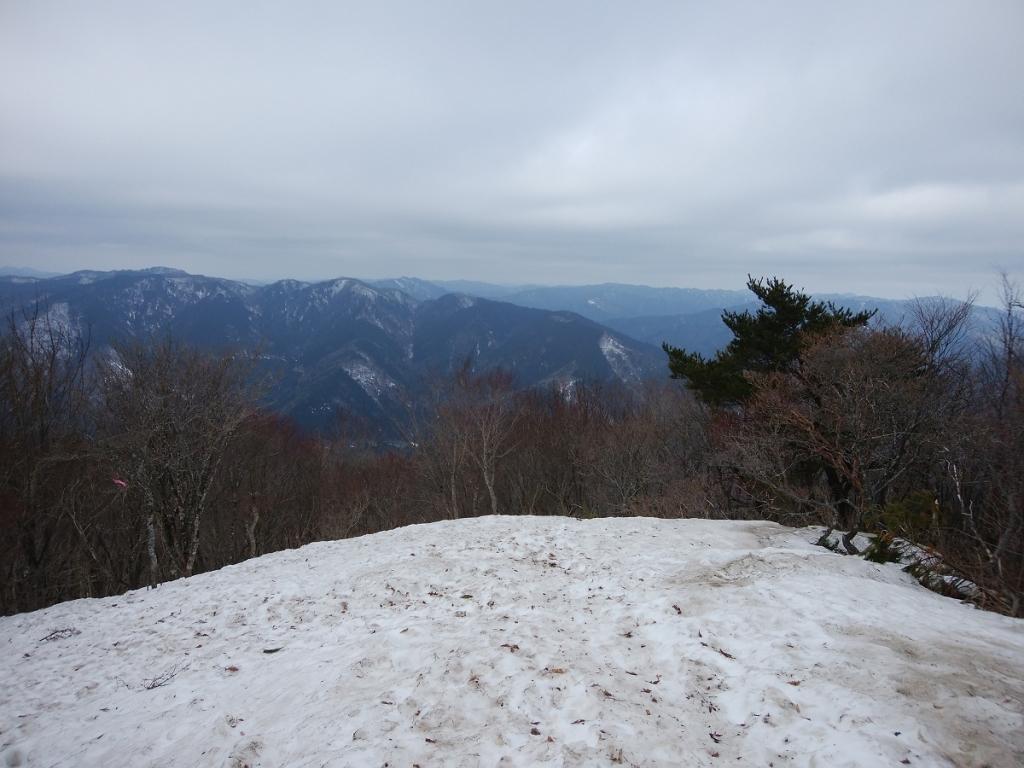 ここはビューポイントですな。ちょい霞んでるけど山々が見えた