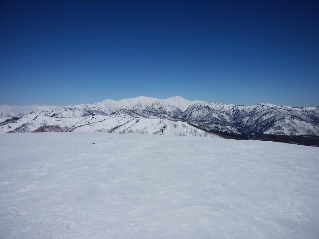 そびえる別山と白山も一望のもと
