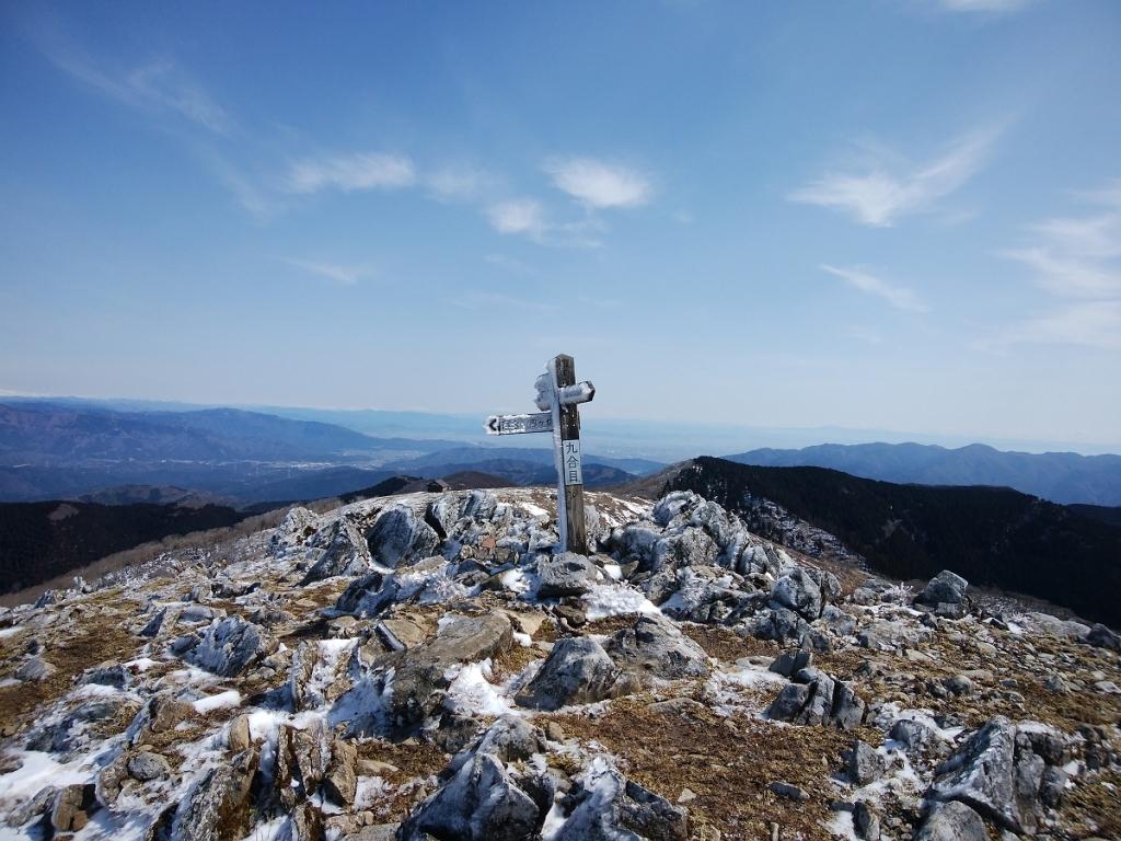 九合目に到着。ここでもう山頂に行く考えたけど、とりあえず避難小屋のほうに行って腹ごしらえってことに・・・