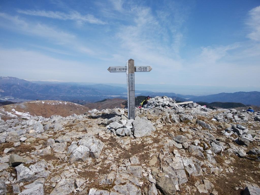 霊仙山の最高点がこちら。なんでこっちが頂上ではないのかといつまでも疑問だがw