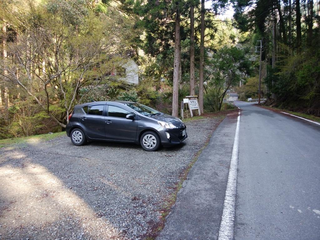 駐車場からスタート。到着時は一台も車はなかった