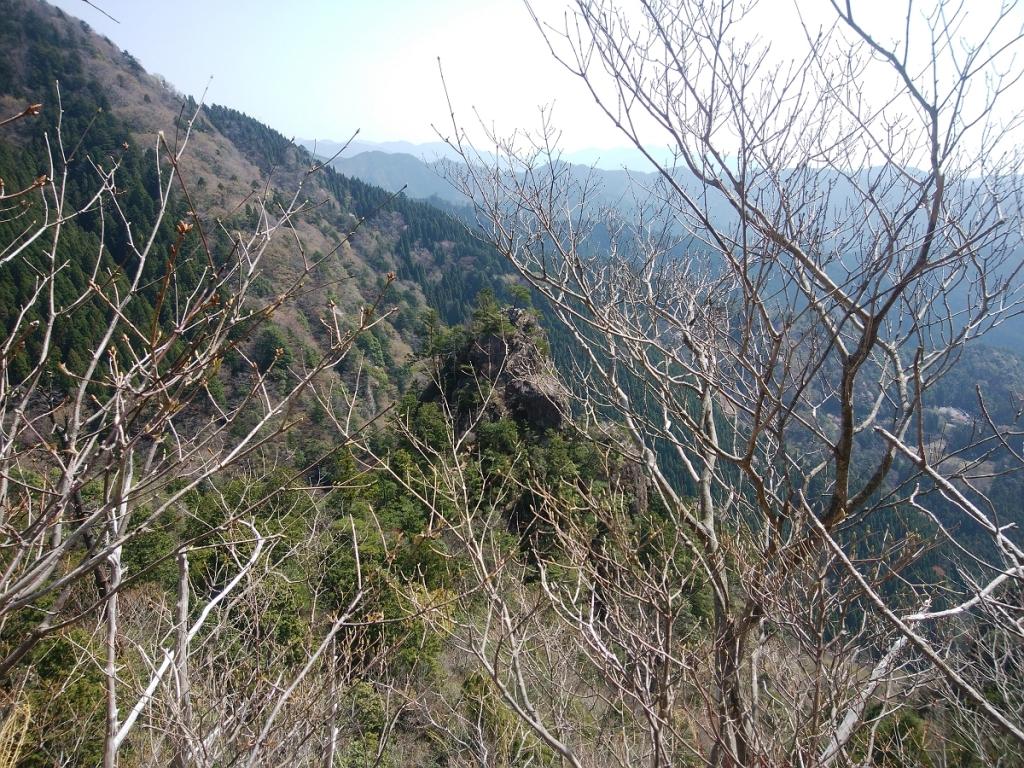 これから向かう地蔵岳のピークが見えた。こういうピークはテンションがあがる