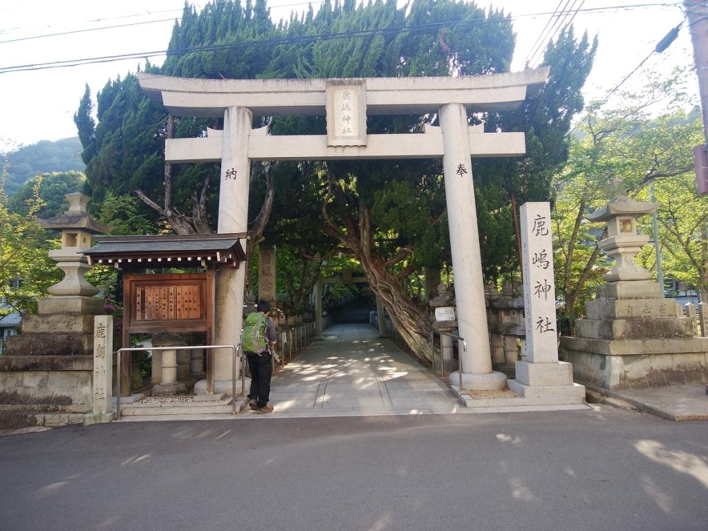鹿島神社に入る