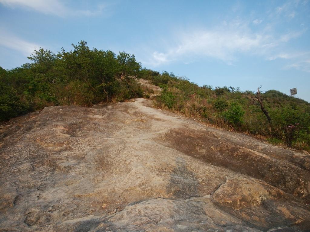 また岩場を登っていく