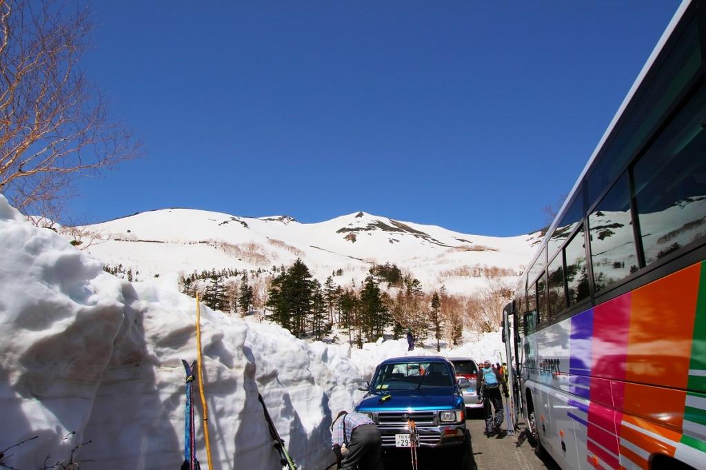 到着。青空と真っ白な雪山。うわ~すごい!っとテンションがさらに上昇