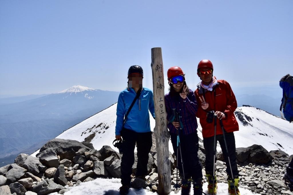 登頂記念撮影をした。苦労して登ってきたけど、やっぱ来てよかった