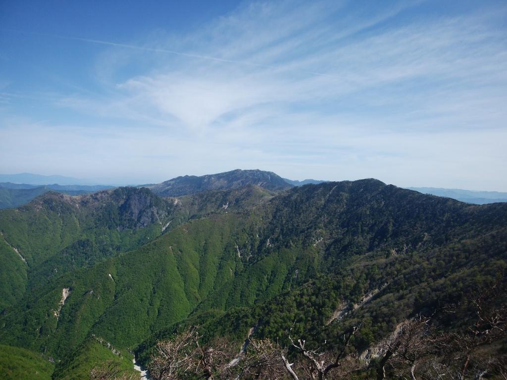 八経ヶ岳方面もこの通り。手前には数年前に登った七面山も見える